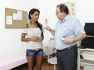 brunette fetish hd at vPorn
