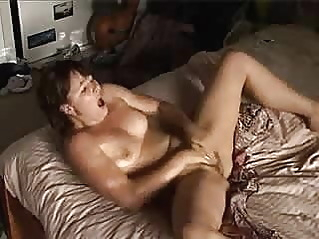 amateur brunette fingering at vPorn